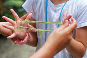 Making a yarn web with fingers
